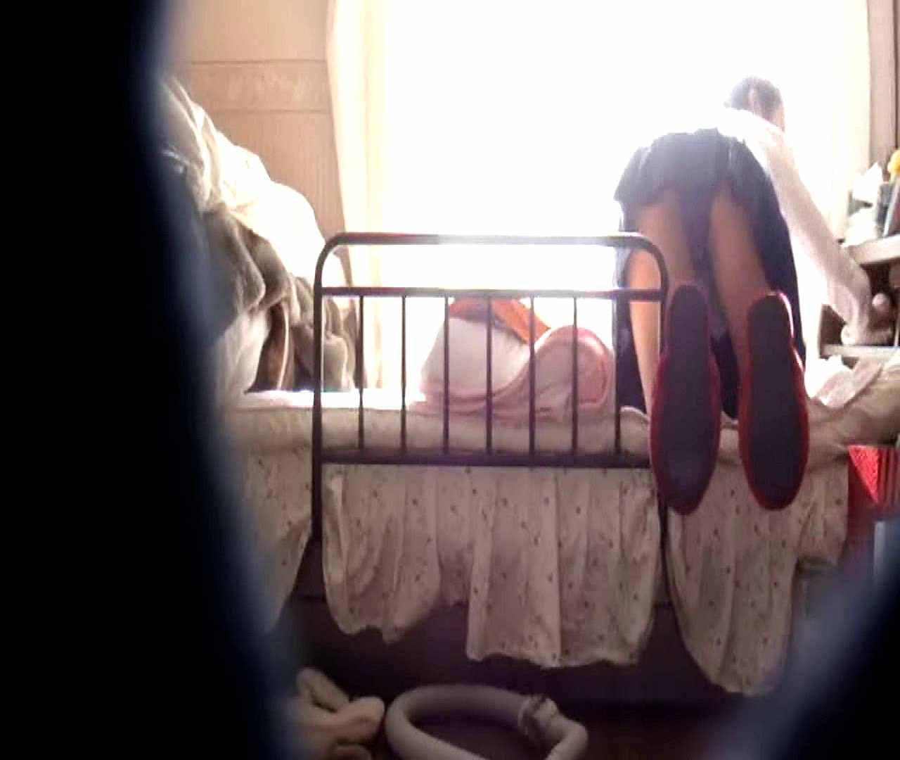 おまんこ:vol.3 まどかがパンツを見せながら部屋掃除、洗面所も少しどうぞ。:怪盗ジョーカー
