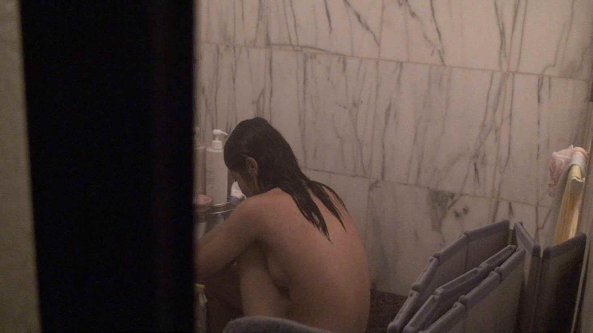 おまんこ:vol.03歌いながらつるつるのおっぱいを洗い流す彼女!近すぎてバレちゃた!?:怪盗ジョーカー