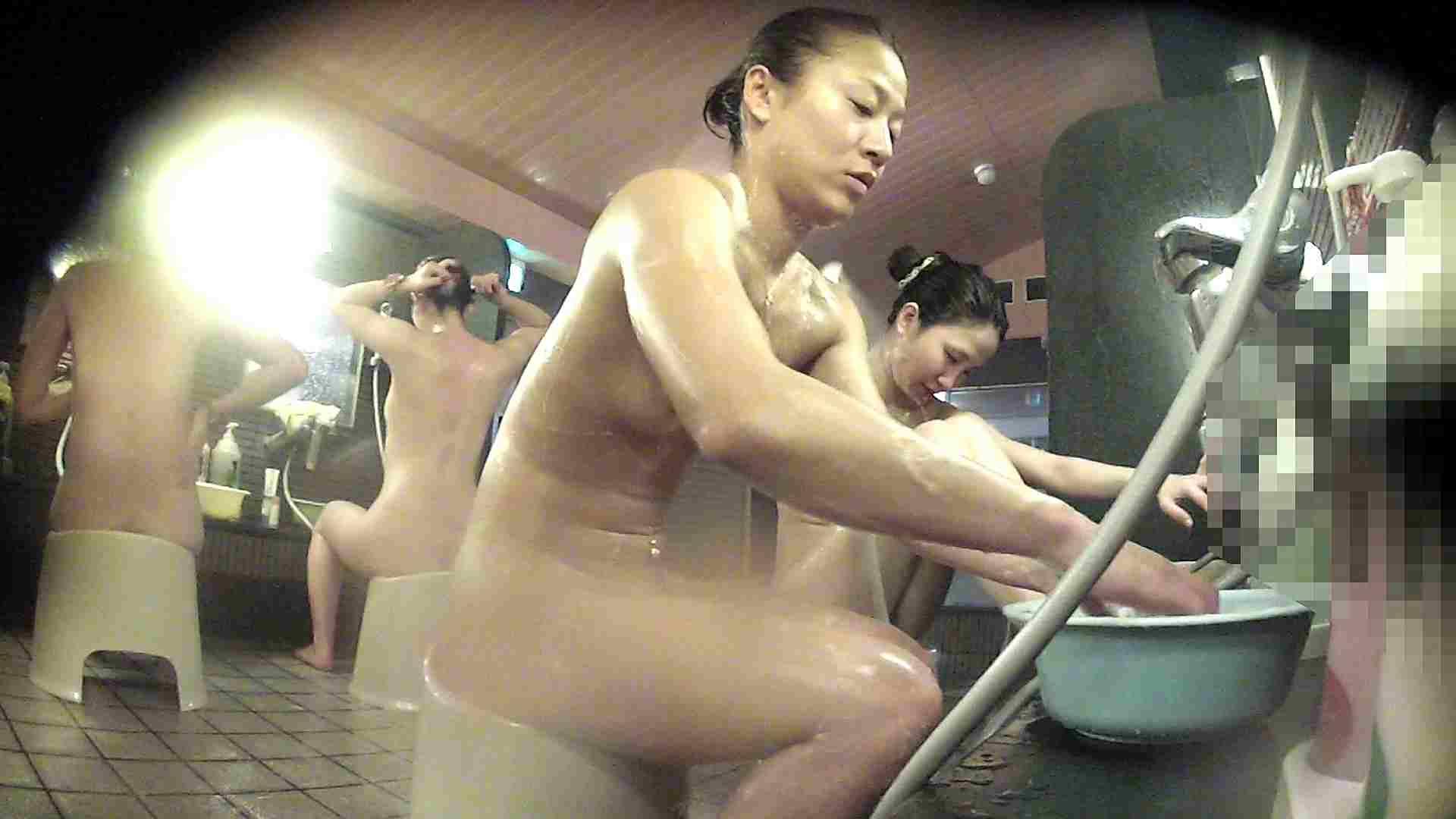 おまんこ:洗い場!対照的な二人!手前の美人さんは若い時遊んでましたね:怪盗ジョーカー