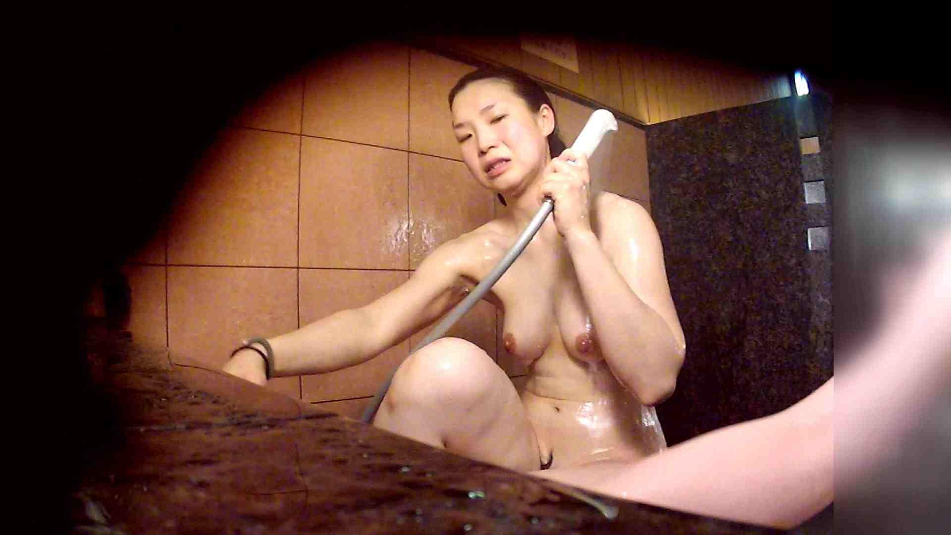 おまんこ:洗い場!マッスルお嬢さん!でもオッパイだけは柔らかそうです。:怪盗ジョーカー