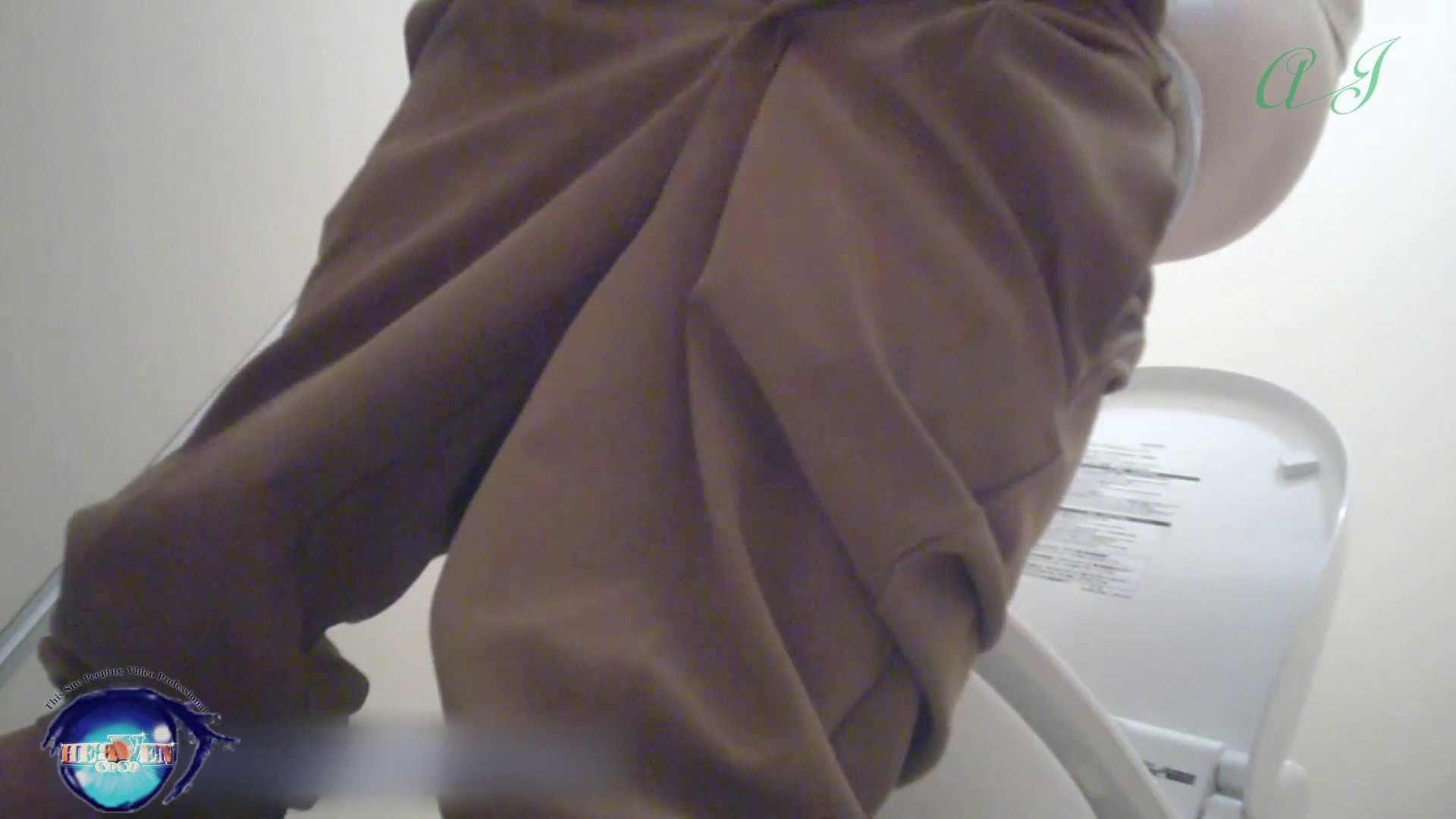 有名大学女性洗面所 vol.71 美女学生さんの潜入盗撮!後編 潜入シリーズ | 投稿  65pic 7