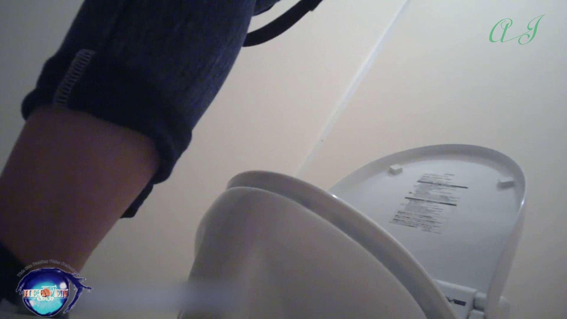 有名大学女性洗面所 vol.71 美女学生さんの潜入盗撮!後編 潜入シリーズ | 投稿  65pic 31