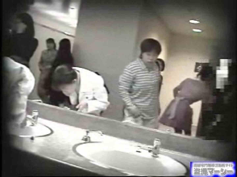 女盗撮師がコスプレ会場の厠に潜入しちゃいました! 盗撮 | 潜入シリーズ  90pic 40