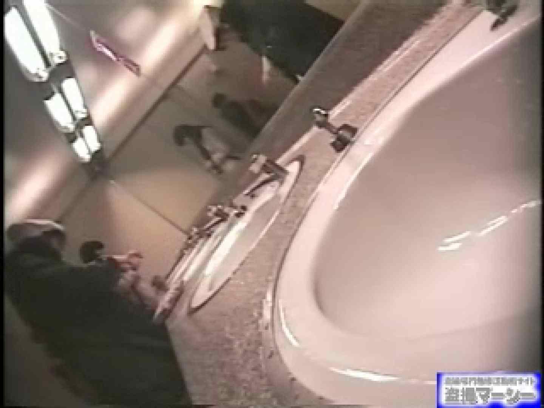 女盗撮師がコスプレ会場の厠に潜入しちゃいました! 盗撮 | 潜入シリーズ  90pic 45