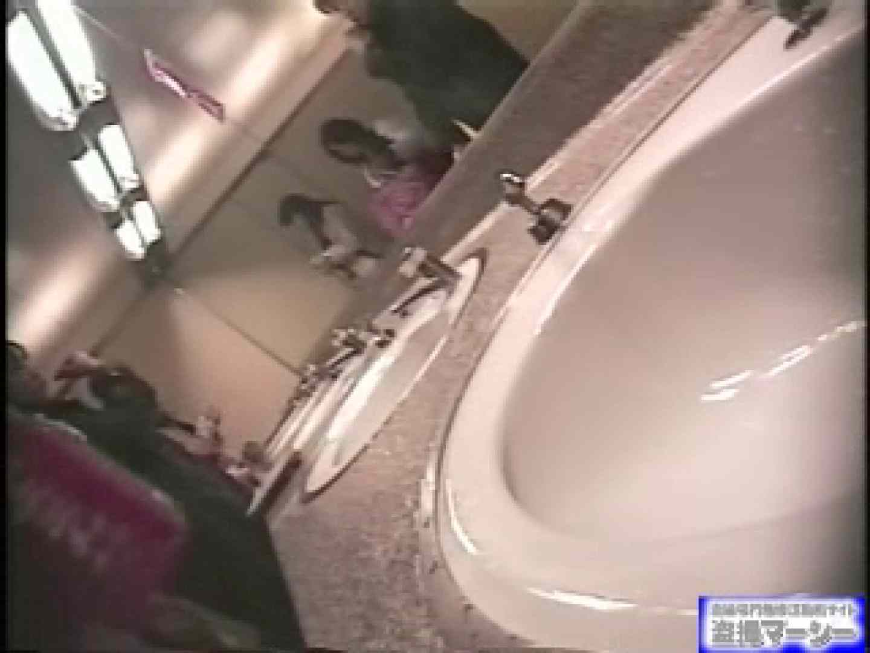 女盗撮師がコスプレ会場の厠に潜入しちゃいました! 盗撮 | 潜入シリーズ  90pic 46
