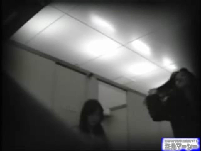 女盗撮師がコスプレ会場の厠に潜入しちゃいました! 盗撮 | 潜入シリーズ  90pic 79