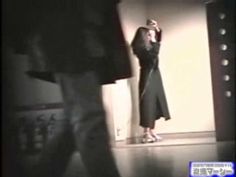 女盗撮師がコスプレ会場の厠に潜入しちゃいました! 盗撮 | 潜入シリーズ  90pic 85
